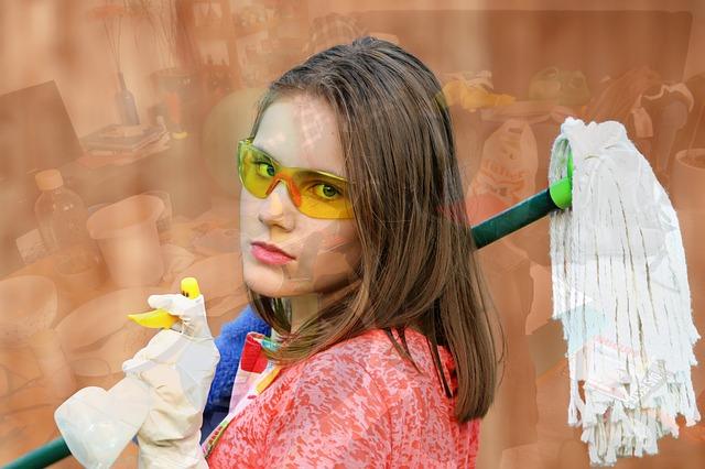 dívka na úklid
